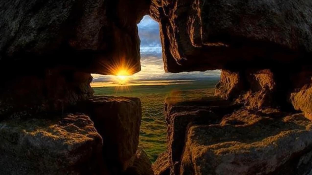 Cruz-roca-amanecer