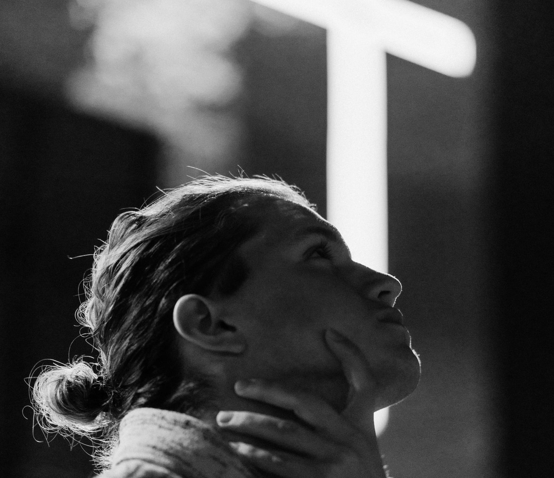 mujer-rezando